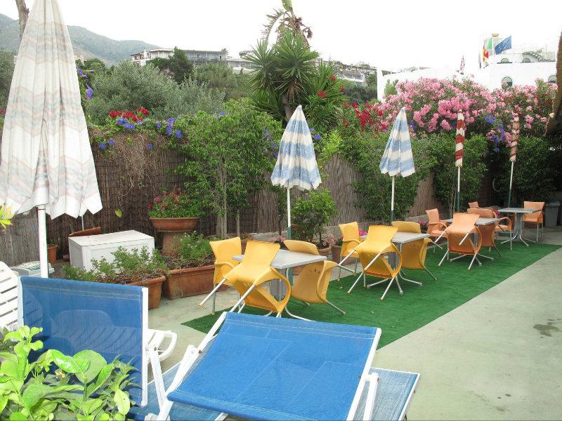 Villa in vendita a Forio, 8 locali, prezzo € 445.000   CambioCasa.it